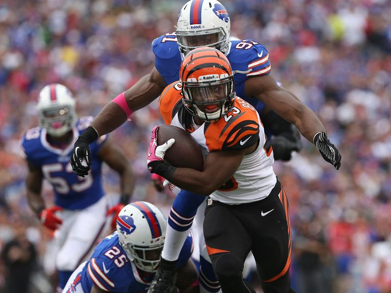 Giovani Bernard makes progress.