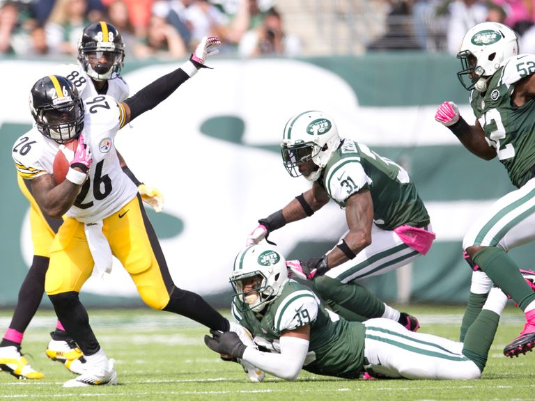 Le'Veon Bell looks to find space.