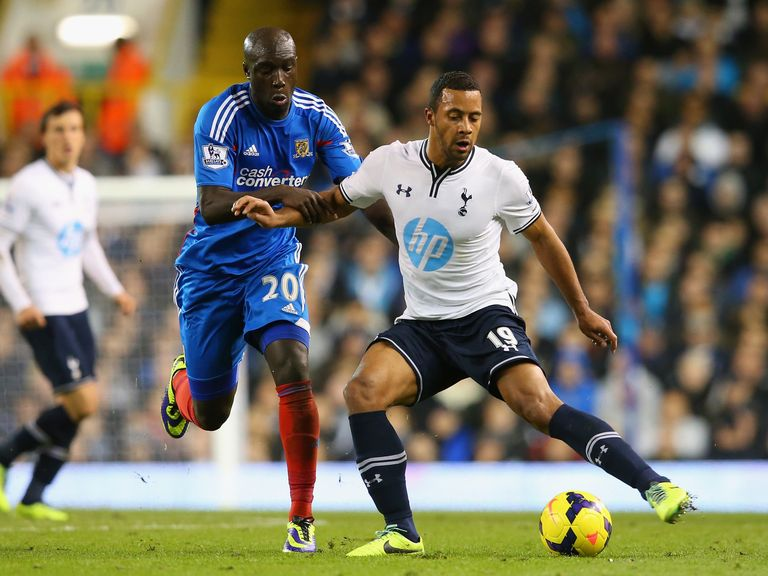 Mousa Dembele: Tottenham midfielder bemoans size of pitch
