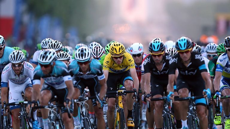 Chris Froome, centre, will look to repeat last year's dominance in 2014