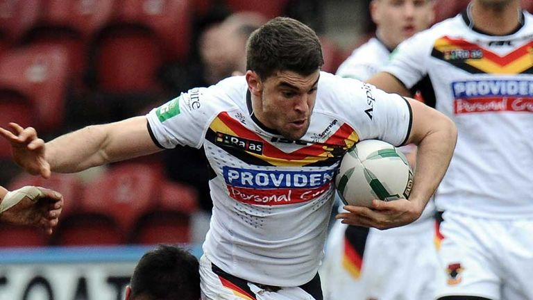 Elliot Kear: Extra year added to Bulls deal