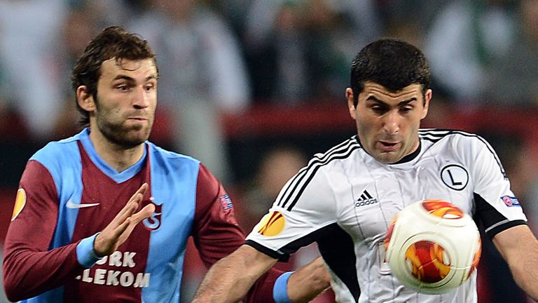 Mustafa Yumlu and Vladimer Dvalishvili battle for the ball