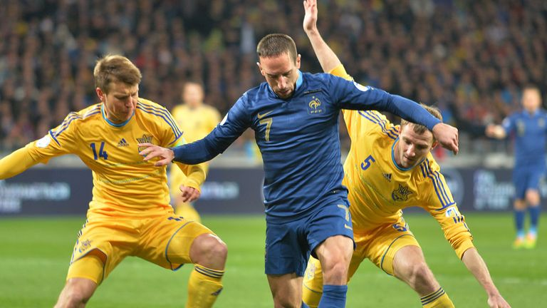 Franck Ribery: France critics wonder why no change of tactics to give midfielder some space