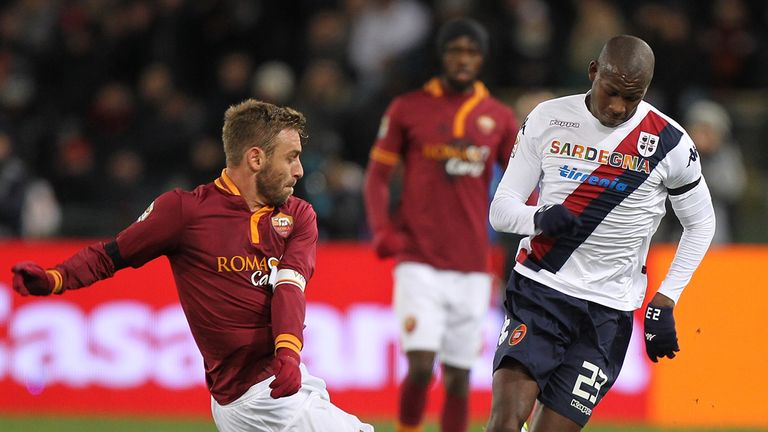 Victor Ibarbo avoids the challenge of Daniele De Rossi