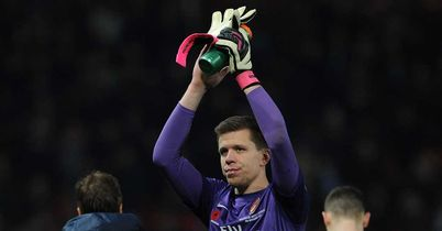 Wojciech Szczesny: Suffered a blow to the head