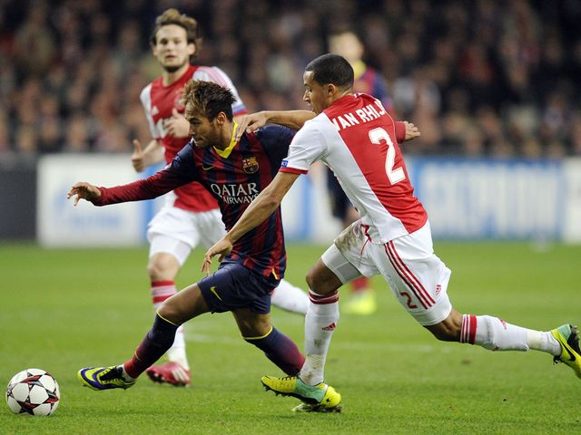 Neymar tries to get past Ricardo van Rhijn