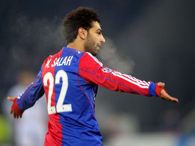 Mohamed Salah celebrates scoring a late winning goal