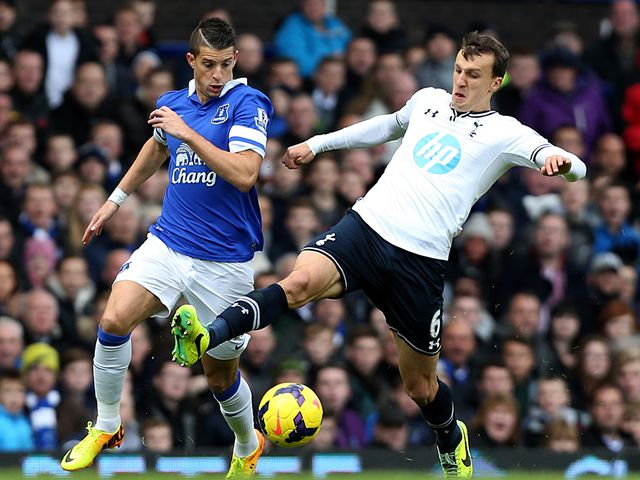 Mirallas tries to avoid Chiriches