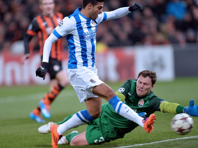 Andriy Pyatov saves at the feet of Carlos Vela