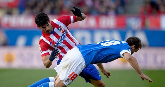 Diego Costa sees Carlos Gurpegi tumble