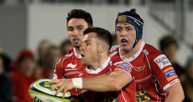 Gareth Davies: scampered in after breaking down the blindside from a maul