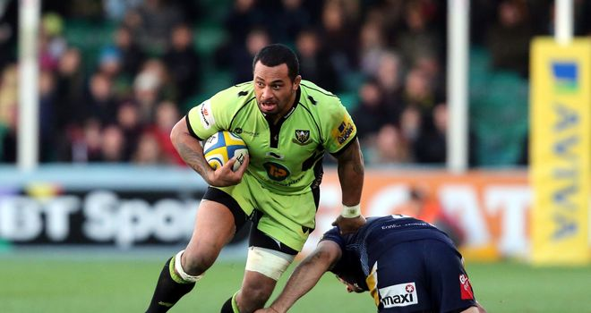 Samu Manoa breaks through a tackle by Worcester's Mariano Galarza