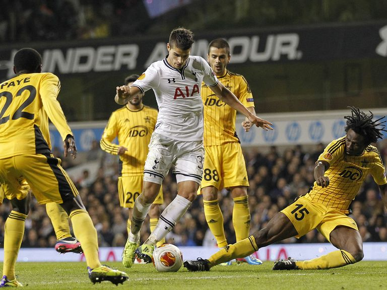 Erik Lamela in Europa League action