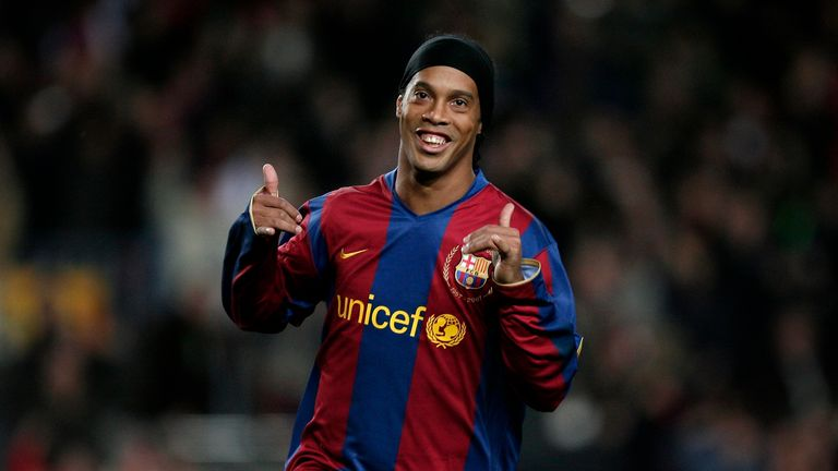 Ronaldinho will sign a contract as Barcelona's ambassador on Friday