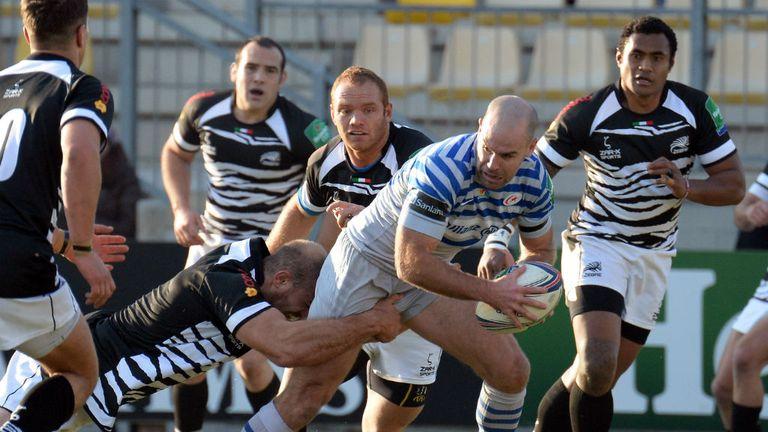 Charlie Hodgson on the burst for Saracens