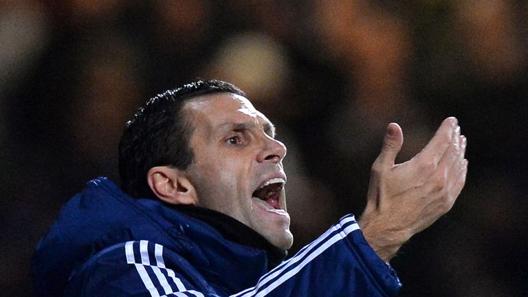 Gus Poyet: Sunderland boss looking for 'complete performance' against Manchester United