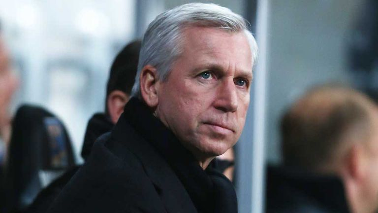 Alan Pardew: Newcastle boss had a miserable night at Swansea