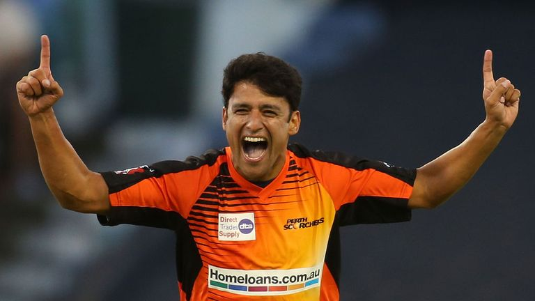 Yasir Arafat: Stunned Surrey at the death with back-to-back boundaries