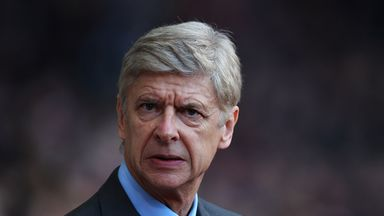 Arsene Wenger: Looking over his shoulder as Everton close gap