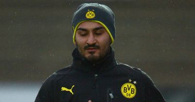Ilkay Gundogan: Not leaving Borussia Dortmund according to the club and his father