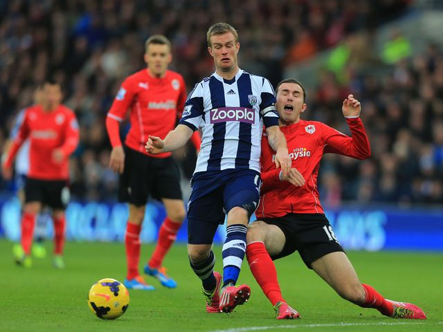 Chris Brunt is tackled by Jordon Mutch
