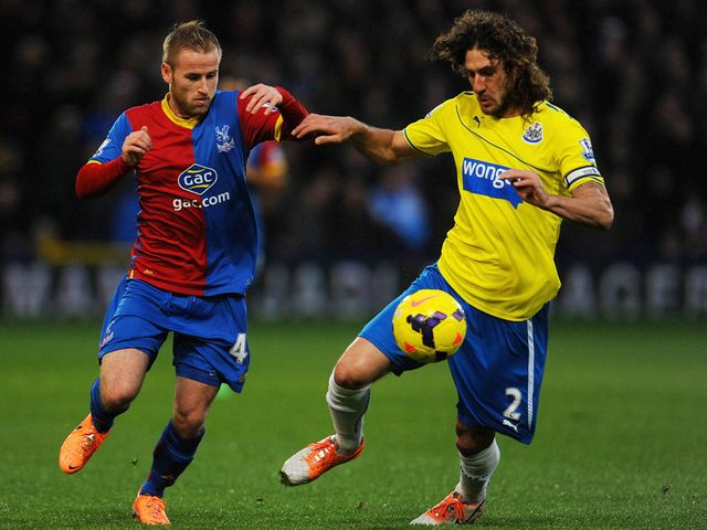 Barry Bannann vies for possession with Fabricio Coloccini