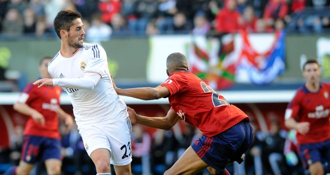 Real Madrid's midfielder Isco vies with Osasuna's Loties