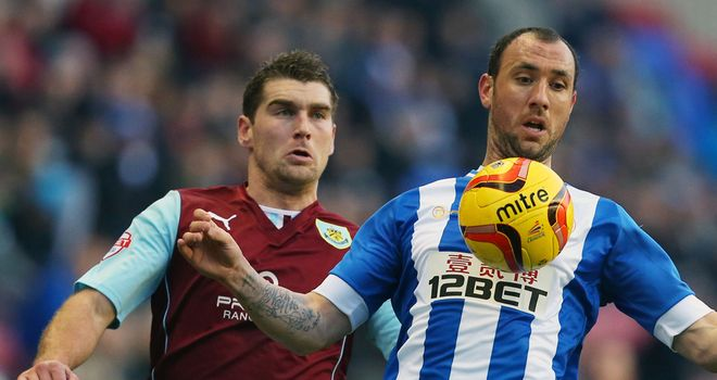 Sam Vokes (r) and Ivan Ramis battle for the ball