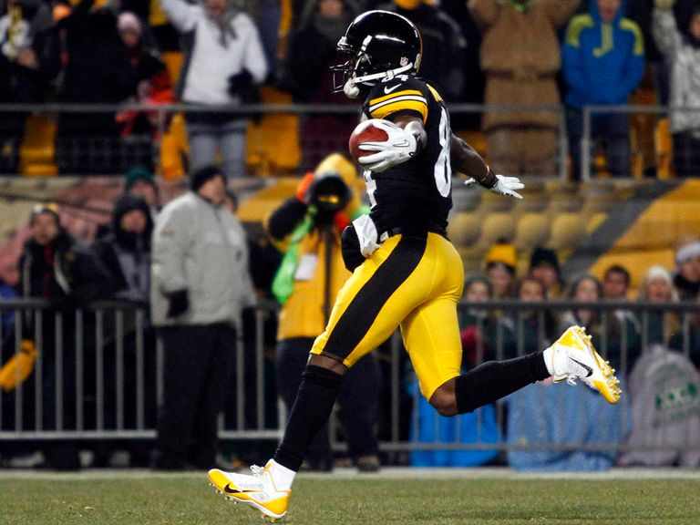 Antonio Brown goes in for a Steelers touchdown