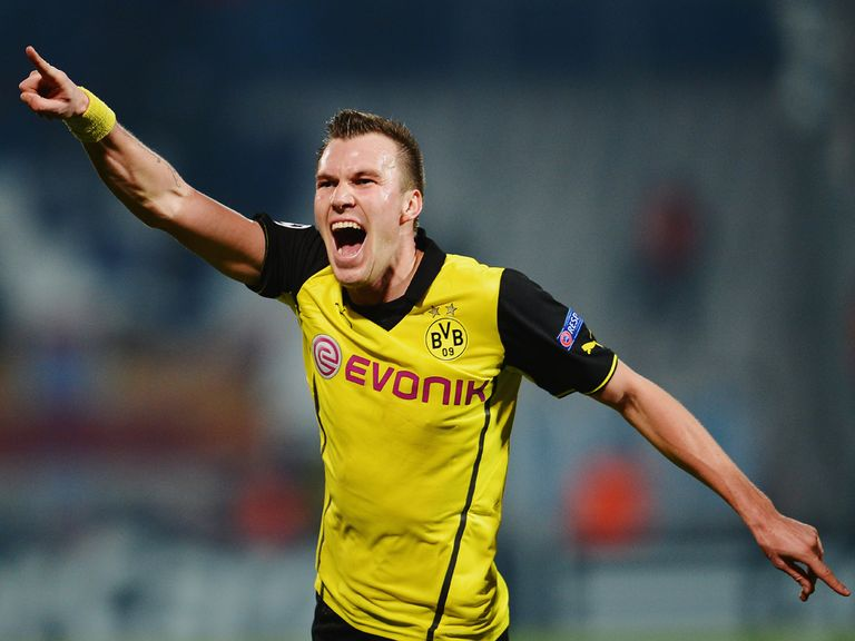 Borussia Dortmund beat Marseille 2-1 to march on in the Champions League.