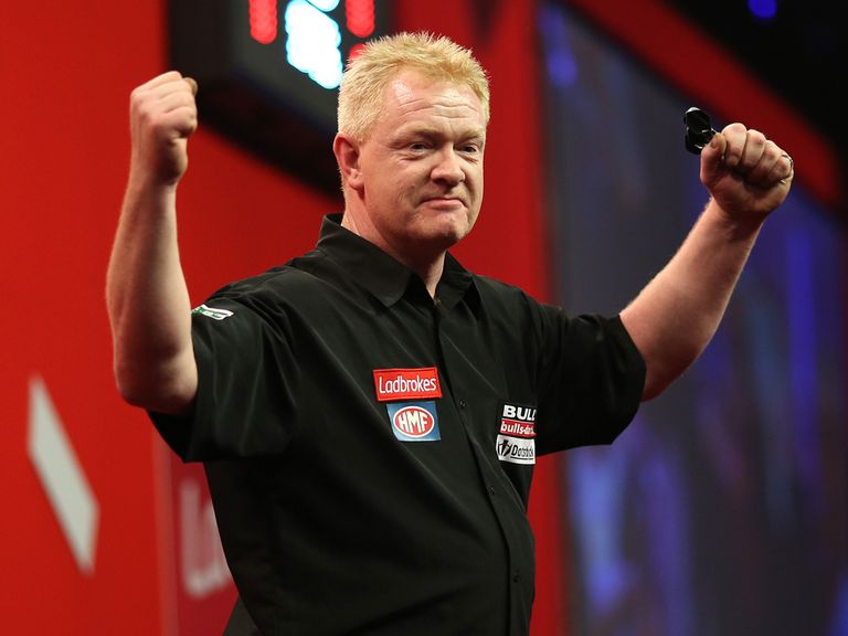 Per Laursen celebrates after ousting Terry Jenkins