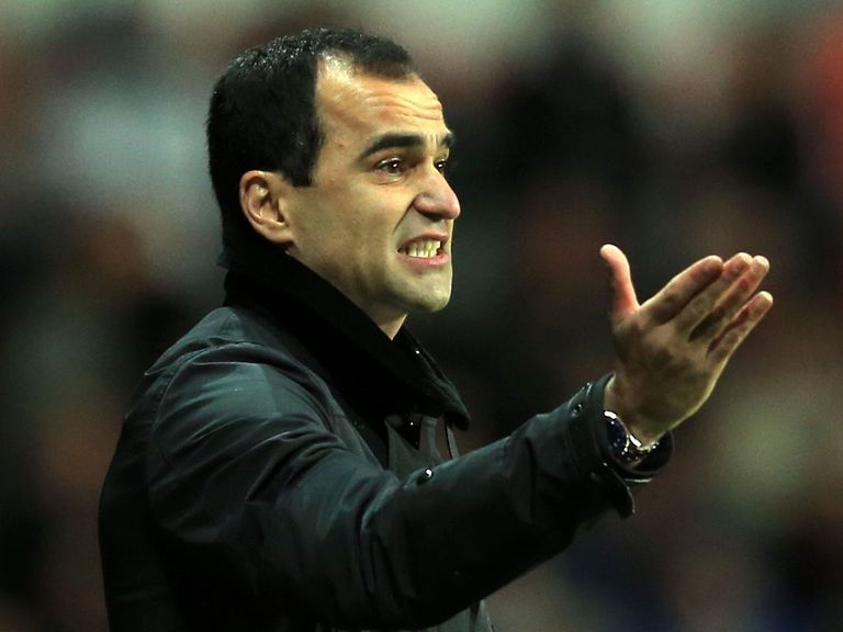 Roberto Martinez: Not interested in players' contracts