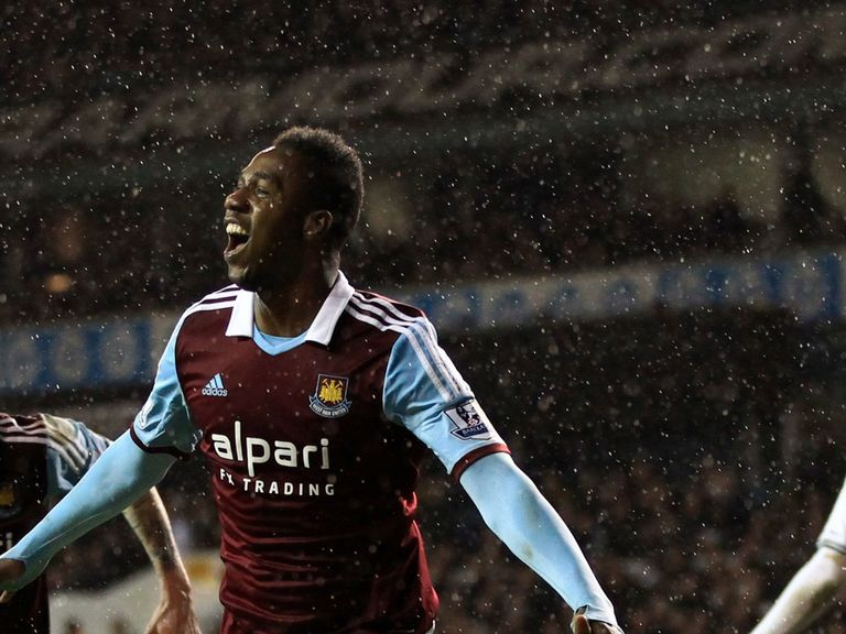 Modibo Maiga: Signs for QPR on loan