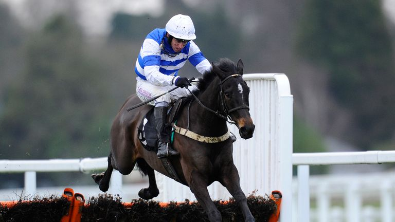 Leighton Aspell riding Astre De La Cour to victory