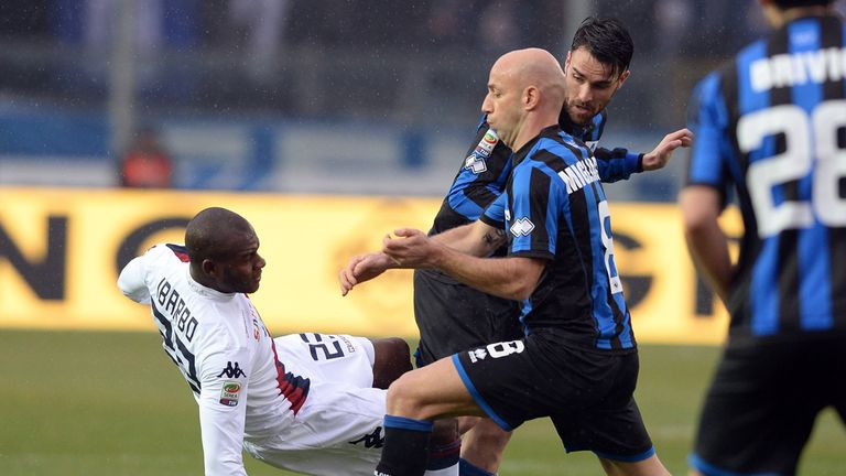 Victor Ibarbo takes a tumble