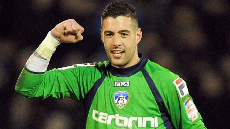Dean Bouzanis: Goalkeeper joins Carlisle