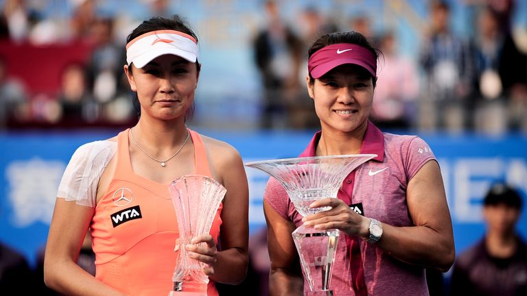 Li Na (R): Defeated fellow Chinese player Peng Shuai in Shenzhen Open final