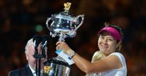 Li storms to Aussie title