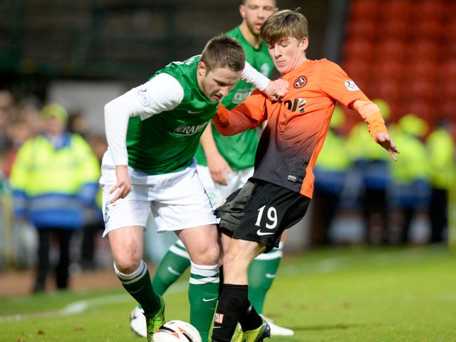 Dundee Utd's Ryan Gauld (right) tackles Paul Cairney