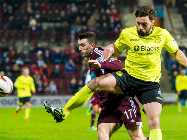 David Smith battles with Darren McGregor