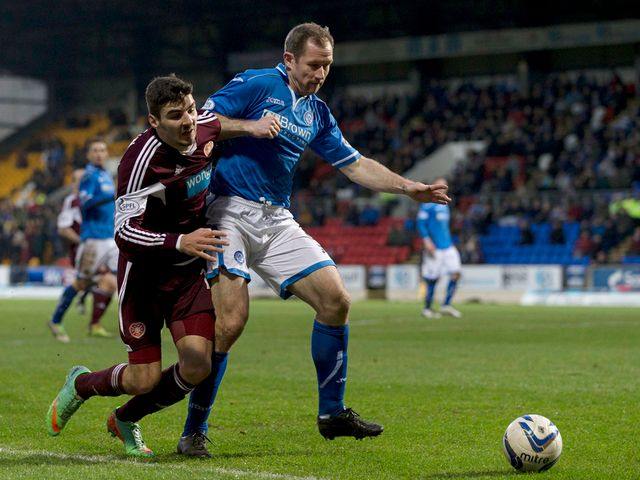 Frazer Wright holds off Callum Paterson