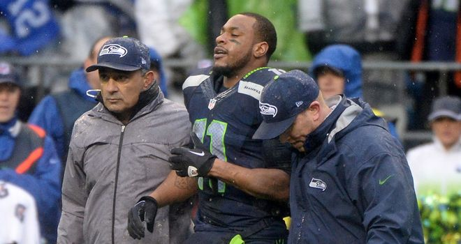Percy Harvin is helped off the field after suffering concussion against the Saints