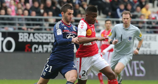 Maxime Gonalons and Floyd Ayite tangle