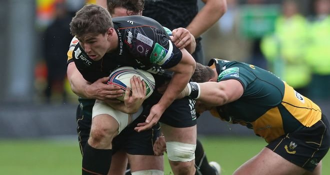 Sam Lewis: Has decided to remain with Ospreys