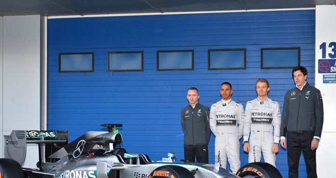Paddyw Lowe, Lewis Hamilton, Nico Rosberg and Toto Wolff with the Mercedes W05