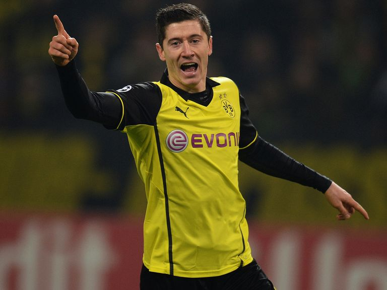 Robert Lewandowski: Knee injury
