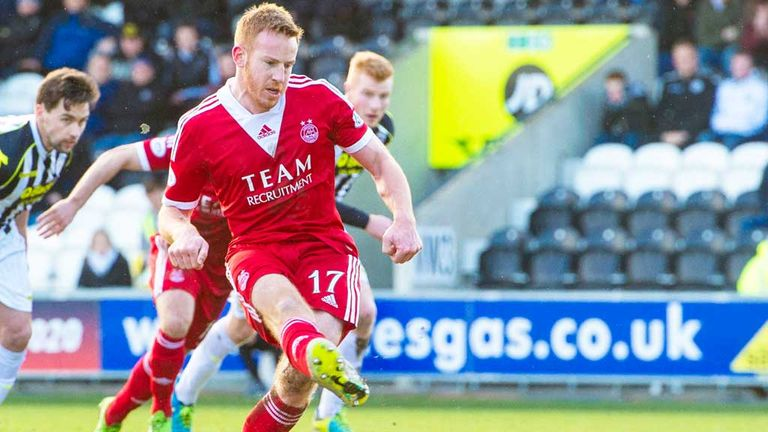 Adam Rooney: Aberdeen striker scores his late penalty against St Mirren