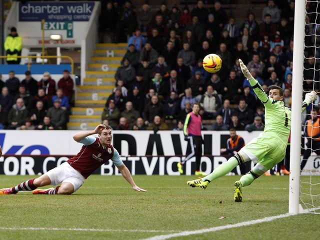 Sam Vokes scores Burnley's second goal