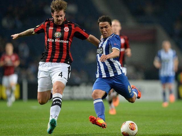 Eintracht Frankfurt's Marco Russ vies with Porto's Josue Pesqueira