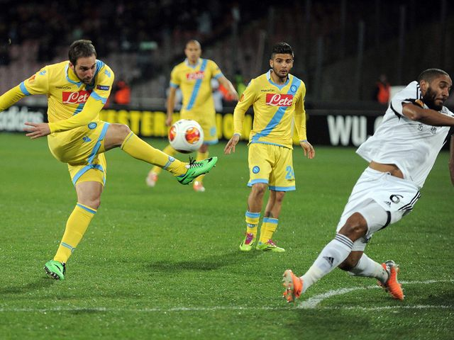 Gonzalo Higuain can't make contact with this shot